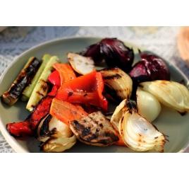 Salata de Legume la Gratar cu sos Pesto